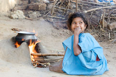 Indisches Stammes- Kind im Dorf Stockbilder