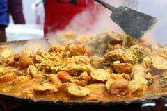 Indisches Straße Lebensmittel: Hühnerteller Stockfotografie