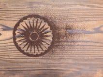 Indisches Teepulver in Form von Ashoka Chakra Stockfotografie