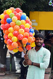 Indisk ballongsäljare Arkivbild