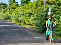 indisk bykvinna Arkivbild