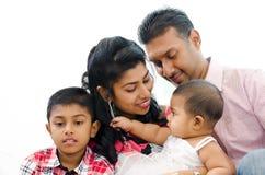 Indisk familj Arkivfoton