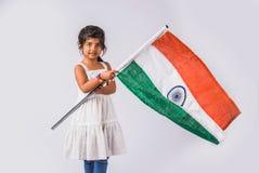 Indisk flagga och folk Arkivbild