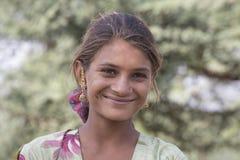 Indisk flicka för tiggare i Pushkar, Indien Arkivfoton