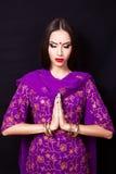 Indisk flicka i bilden av en härlig makeup Royaltyfri Foto