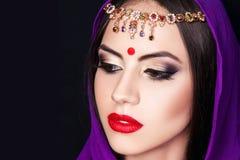 Indisk flicka i bilden av en härlig makeup Arkivbilder
