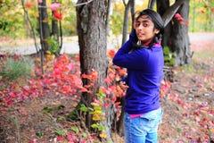 Indisk flicka i Fallsäsong Royaltyfria Bilder