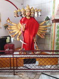 Indisk gud i tempel i uttrakhnad DEHRADUN INDIEN arkivbild