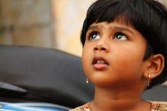 Indisk gullig liten flicka Arkivbild