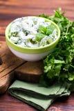 Indisk gurkaraita med yoghurt, mintkaramell, koriander Grekisk tzatzi Royaltyfria Bilder