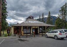 Indisk handelstolpe i stad av Banff Royaltyfria Bilder