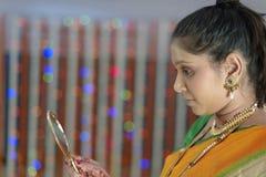 Indisk hinduisk brud som får klar fotografering för bildbyråer