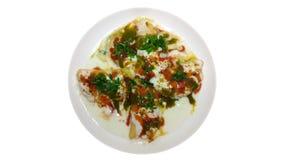 Indisk kryddig Chaat maträtt med vit bakgrund royaltyfri foto