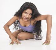 Indisk kvinnlig modellskara i studiovitbakgrund Arkivbilder