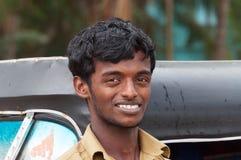 Indisk man för taxichaufför av den auto rickshawen Arkivbild