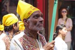 Indisk man i medborgaredräkter på festien Royaltyfri Foto