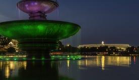 Indisk parlamentbyggnad som tänds upp på självständighetsdagen Royaltyfri Bild