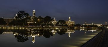 Indisk parlamentbyggnad som tänds upp på självständighetsdagen royaltyfria foton