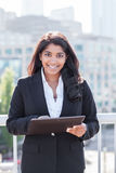 indisk PCtahlet för affärskvinna Royaltyfri Bild