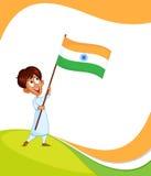 Indisk pojke som hissar flaggan av Indien Royaltyfri Fotografi