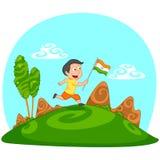 Indisk pojke som hissar flaggan av Indien Royaltyfria Bilder