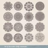 Indisk prydnad för vektor, kalejdoskopisk blom- modell, mandala Uppsättningen av prydnad sexton snör åt den dekorativa rundan snö Royaltyfri Bild