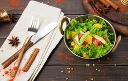 Indisk restaurangmaträtt för strikt vegetarian och för vegetarian, sallad för ny grönsak Royaltyfria Bilder