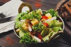 Indisk restaurangmaträtt för strikt vegetarian och för vegetarian, sallad för ny grönsak Arkivbild