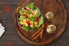 Indisk restaurangmaträtt för strikt vegetarian och för vegetarian, sallad för ny grönsak Arkivfoto