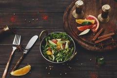 Indisk restaurangmaträtt för strikt vegetarian och för vegetarian, sallad för ny grönsak Royaltyfri Fotografi