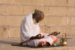 Indisk sadhu (helig man). Varanasi Uttar Pradesh, Indien. Arkivbilder