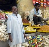 indisk shopkeeper Arkivbild