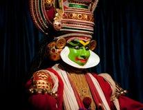 Indisk skådespelare som utför drama för tradititionalKathakali dans Arkivbild