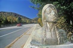 Indisk staty, Mohawkslinga, västra Massachusetts Arkivbilder