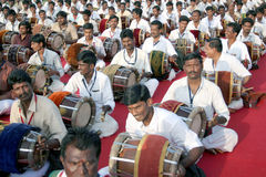 indisk traditionell musikkapacitet för grupp arkivbild