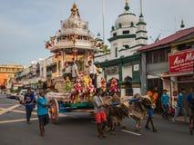 Indisk triumfvagn som dras av kor i Penang Fotografering för Bildbyråer