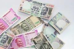Indisk valuta av 100, 500 och 2000 rupieanmärkningar Arkivfoto