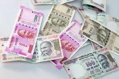 Indisk valuta av 100, 500 och 2000 rupieanmärkningar Fotografering för Bildbyråer