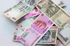 Indisk valuta av 100, 500 och 2000 rupieanmärkningar Arkivfoton