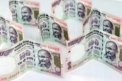 Indisk valuta av 100 rupieanmärkningar Arkivfoton
