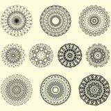 Indisk vektor och dekorativ uppsättning av mandalaen stock illustrationer