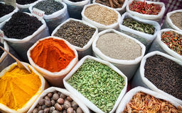 Indiska färgrika kryddor Arkivbilder