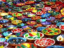 Indiska färgrika plattor Arkivbild