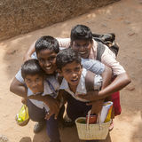 Indiska högstadiumpojkar som besöker Unesco-världsarvet Arkivfoto