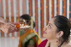 Indiska hinduiska bröllopritualer arkivbild