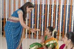 Indiska hinduiska bröllopritualer arkivfoto