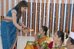 Indiska hinduiska bröllopritualer royaltyfria bilder