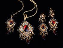 indiska invecklade smycken för guld Royaltyfria Bilder