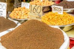 Indiska kryddor i den lokala marknaden i New Delhi Royaltyfria Foton