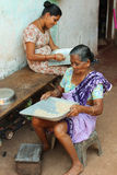 Indiska kvinnor och ris Arkivbild